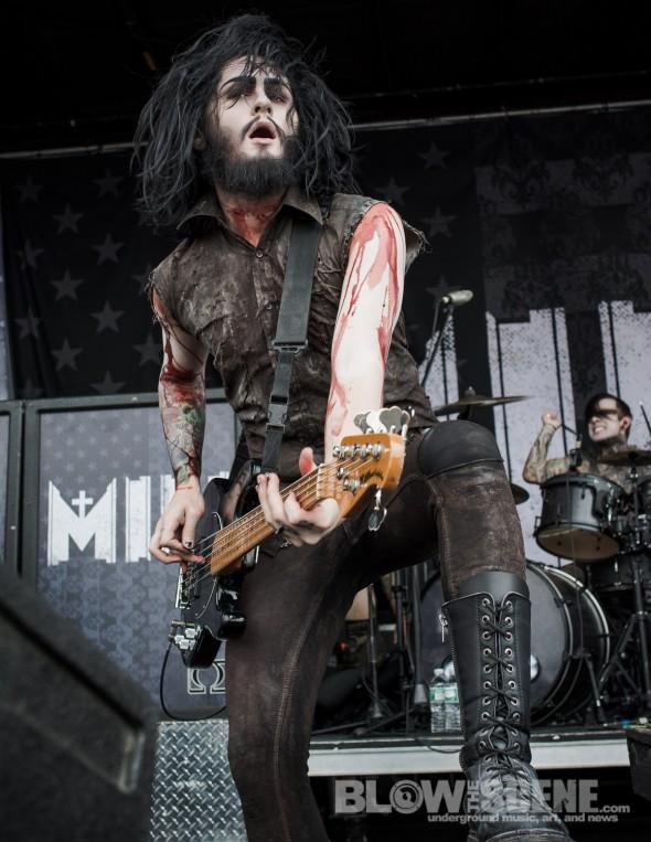 Motionless-In-White-Mayhem-Fest-2013-band-095
